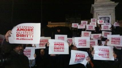 Falshmob-a-Reggio-Calabria-Arcigay-426x240