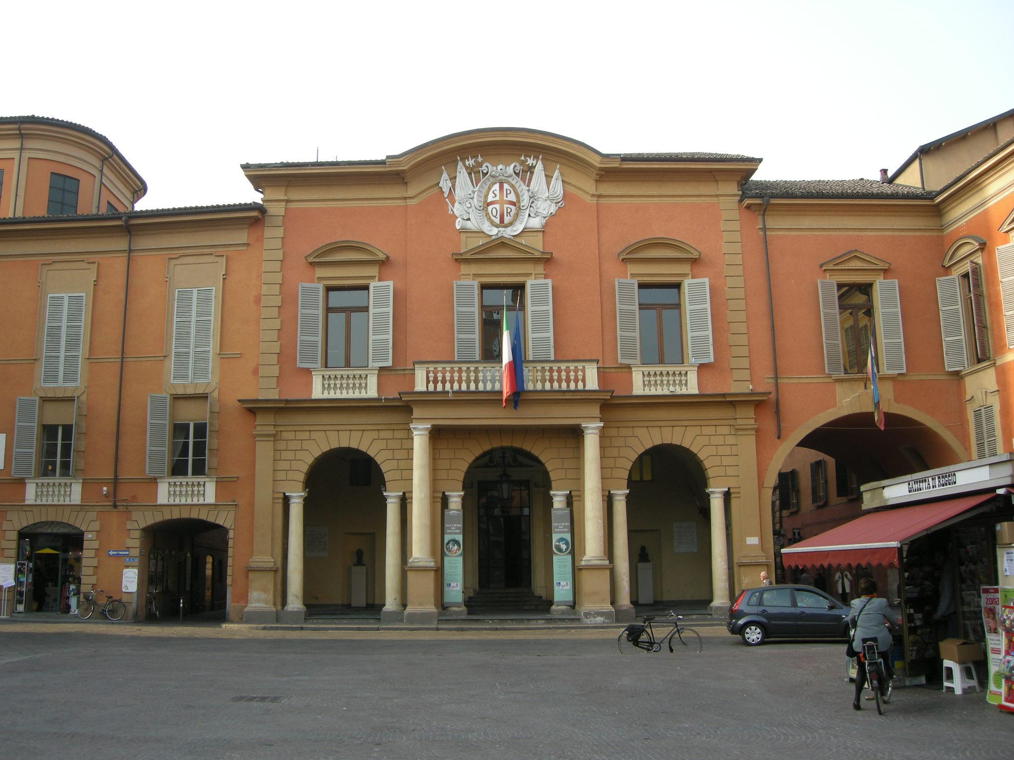 Piazza_duomo_(Reggio_emilia)_01_municipio